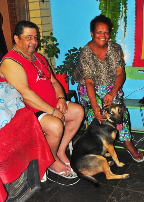 Crika (agora Priscila) com seus pais