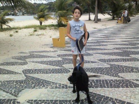 Théo e seu irmãozinho-humano Ângelo