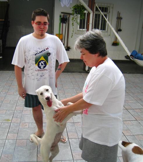 Doralice com a mamãe Marcia e o irmão-humano Carlos