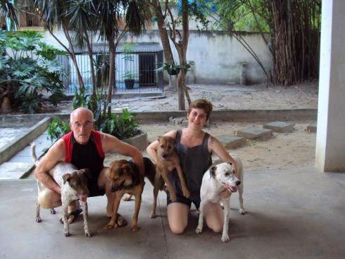 Joana, Isa, Espeto e Théo com sua família