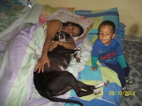 Rose, com sua mãe Ana e seu irmão humano Samuel