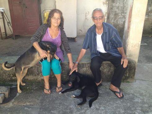 Juma, sua irmã, e seus papais Dona Helena e Senhor Oswaldo